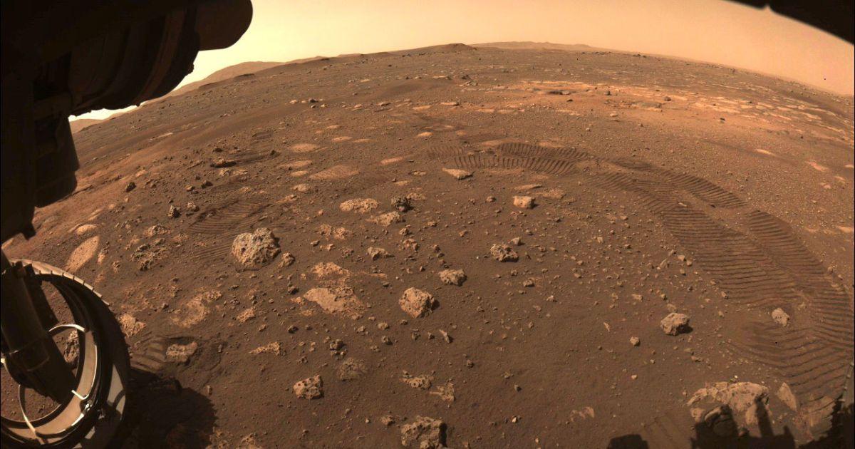 Марсохід NASAPerseverance вперше проїхався Червоною планетою: фото