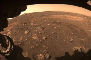 Марсоход NASA Perseverance впервые проехался по Красной планете: фото