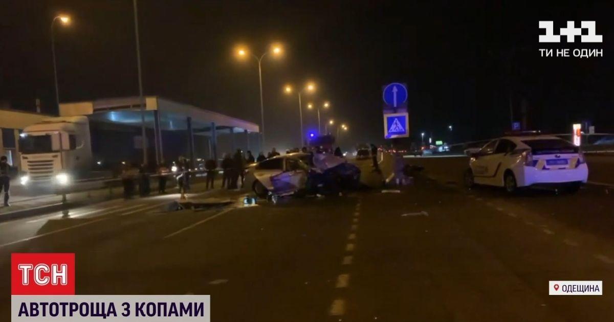 Авто двигалось 120 км/ч: что происходило на месте ДТП с участием полицейских в пригороде Одессы