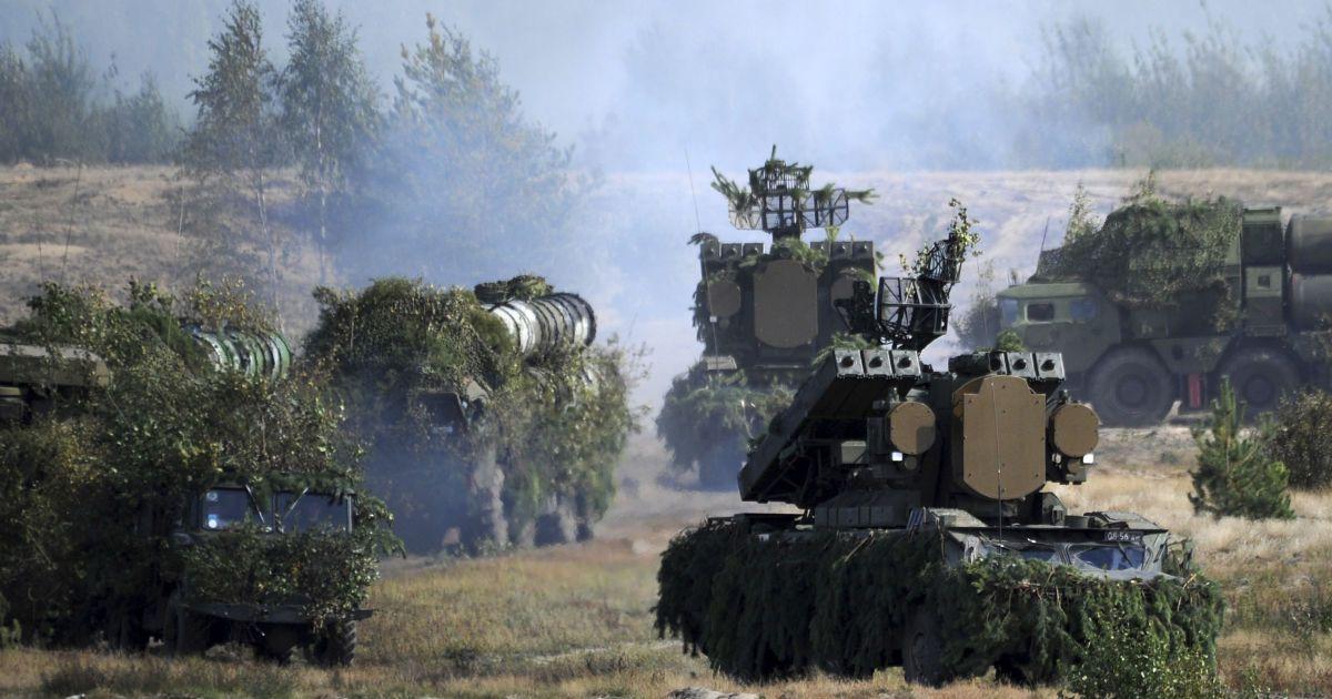 Россия и Беларусь проведут в марте совместные масштабные военные учения