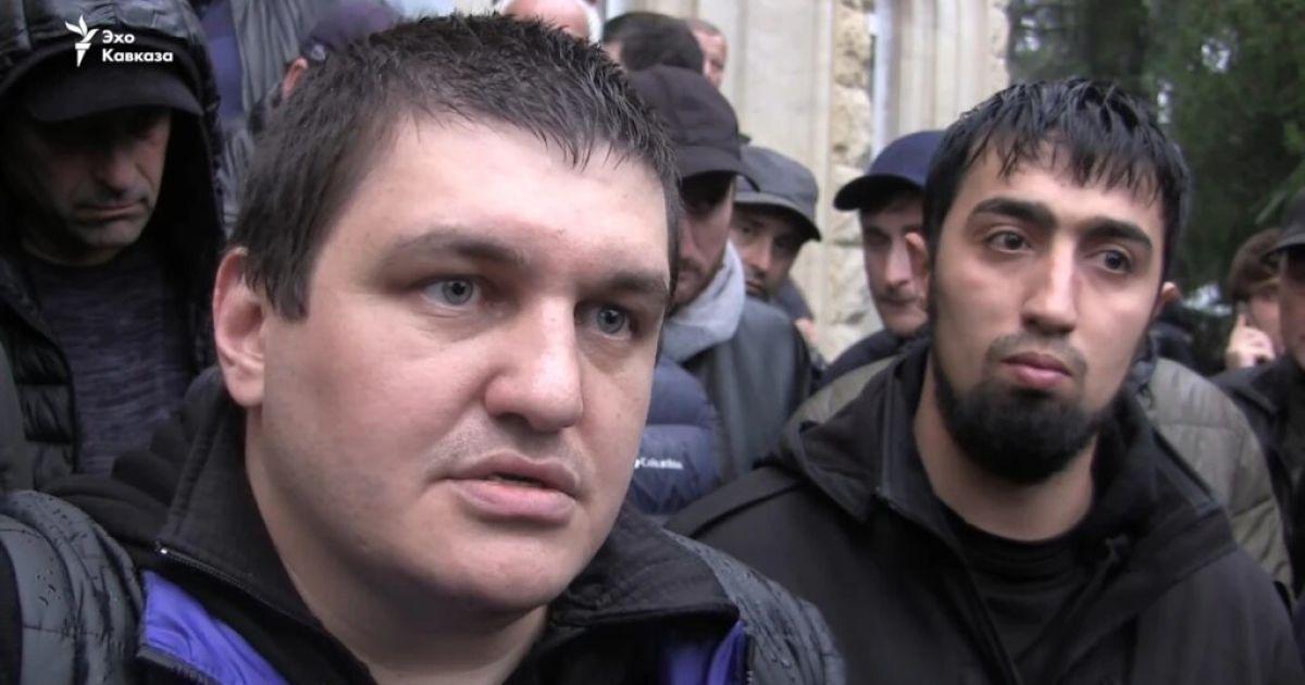 """У Сухумі затримали експомічника """"президента"""" Абхазії, який воював за бойовиків на Донбасі"""