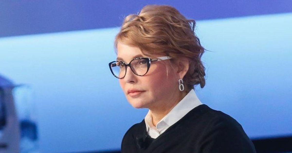 З букетом тюльпанів і в сукні з блискавкою: Юлія Тимошенко поділилася святковим фото