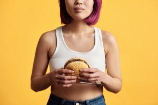 По случаю праздника Burger King отправил женщин на кухню: подробности