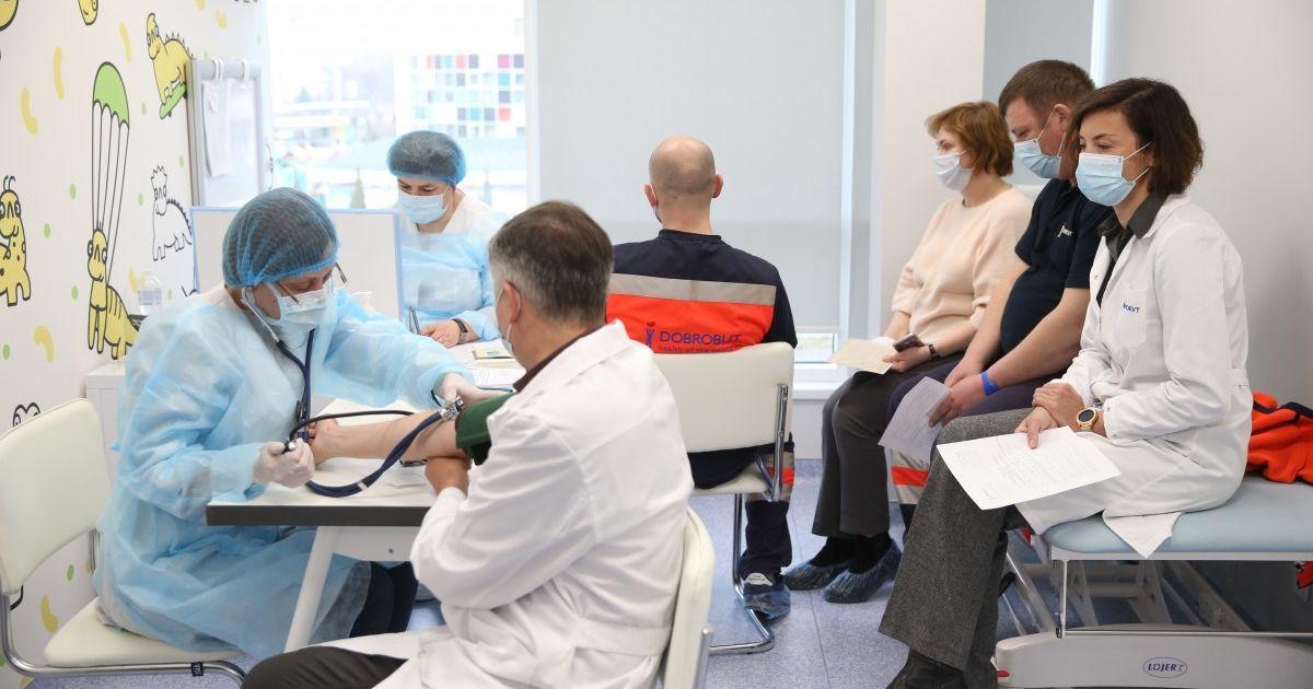 Вакцинація від коронавірусу в Україні: у МОЗ пояснили, кому не потрібно записуватись до черги