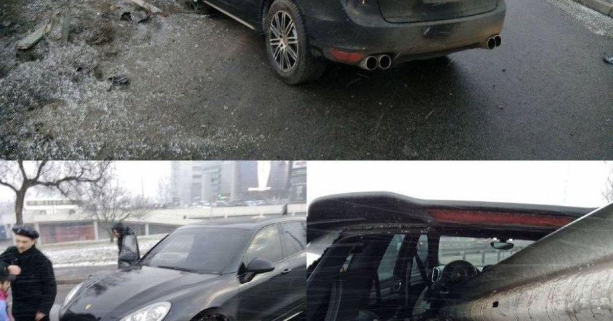 У Києві водій Porsche на великій швидкості влетів у відбійник