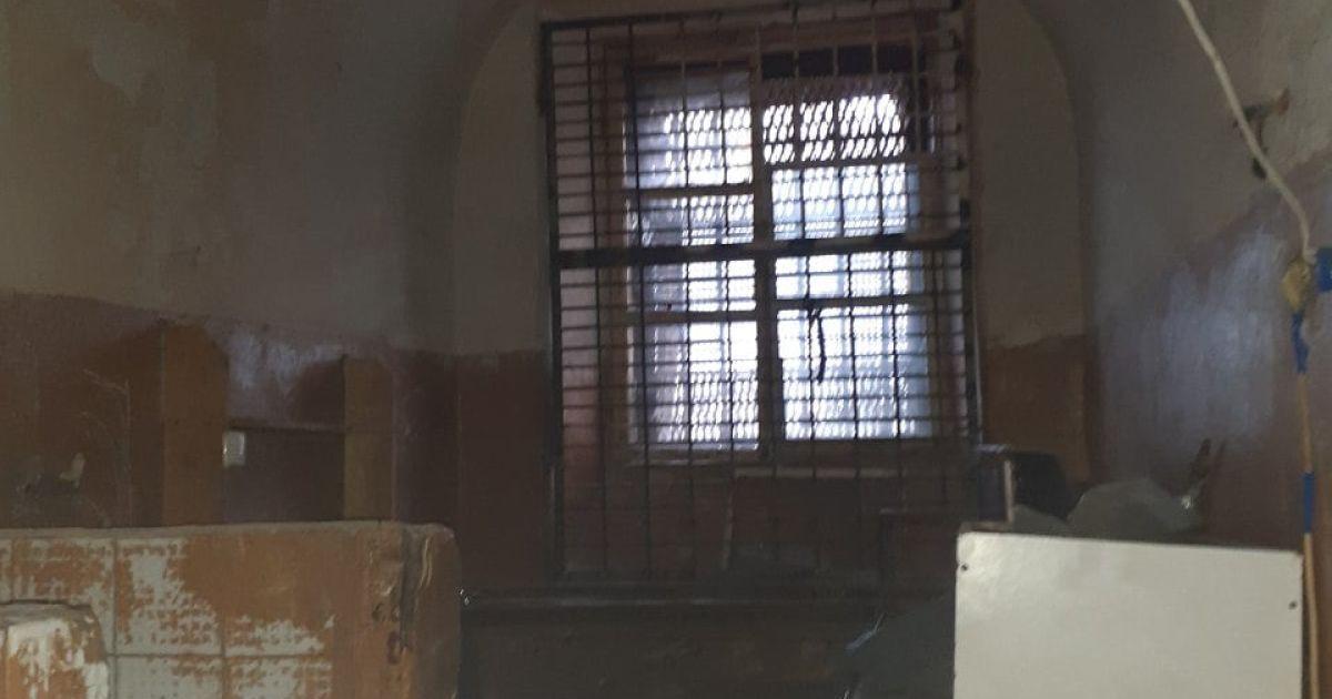 Выбросил мать с 9-го этажа: в Донецкой области судили мужчину за убийство