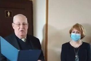 С шампанским, аплодисментами и красной лентой: в университете Киева к 8 Марта торжественно открыли женский туалет (видео)