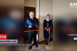 Новини України: у столичному ВНЗ під оплески та з шампанським минуло відкриття жіночої вбиральні