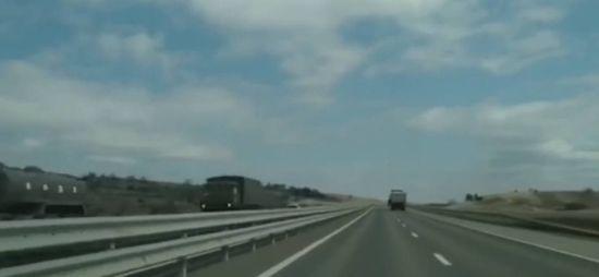 Оккупанты взимают в Крым военную технику: колонну автомобилей России показали на видео