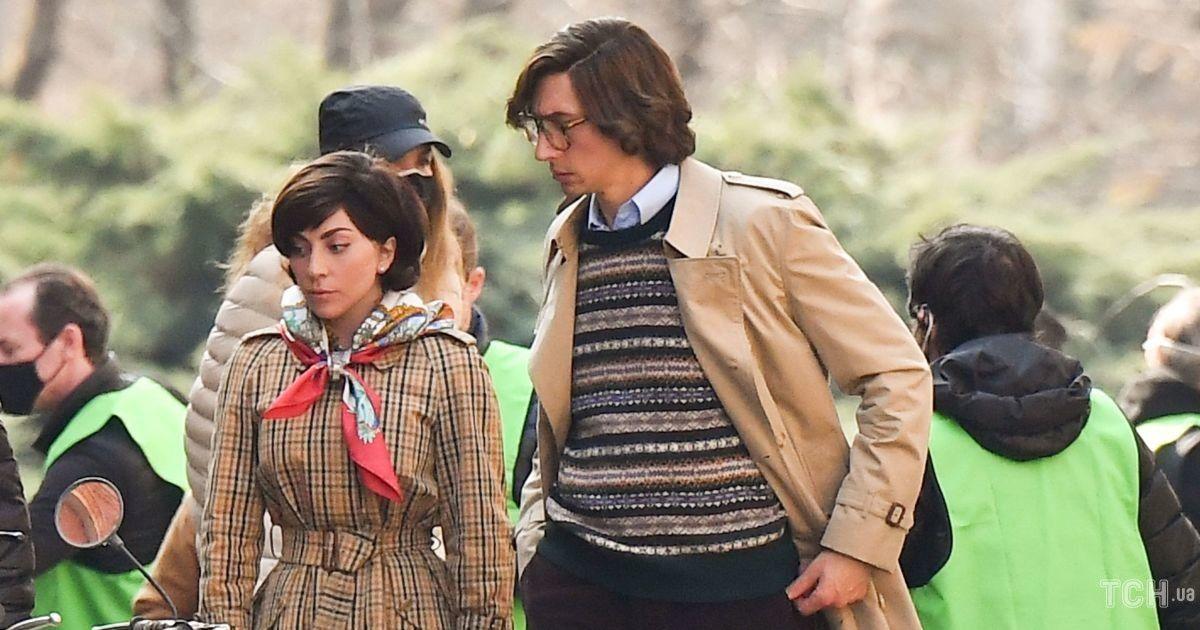 Нові кадри зі знімань: Леді Гагу і Адама Драйвера заскочили під час роботи над фільмом