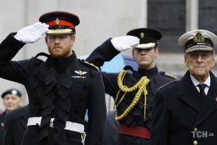 Их поддерживала сама королева: 99-летний принц Филипп сбит с толку заявлениями Меган и Гарри