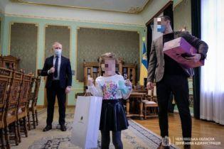 """""""Отец жлоб"""": папу девочки, которую в детсаду не поздравили с 8 Марта, травят в соцсетях"""