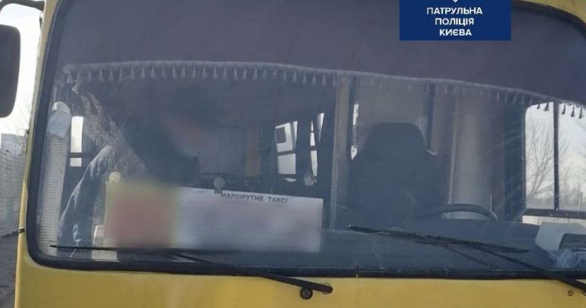 У Києві п'яний водій маршрутки скоїв ДТП: фото
