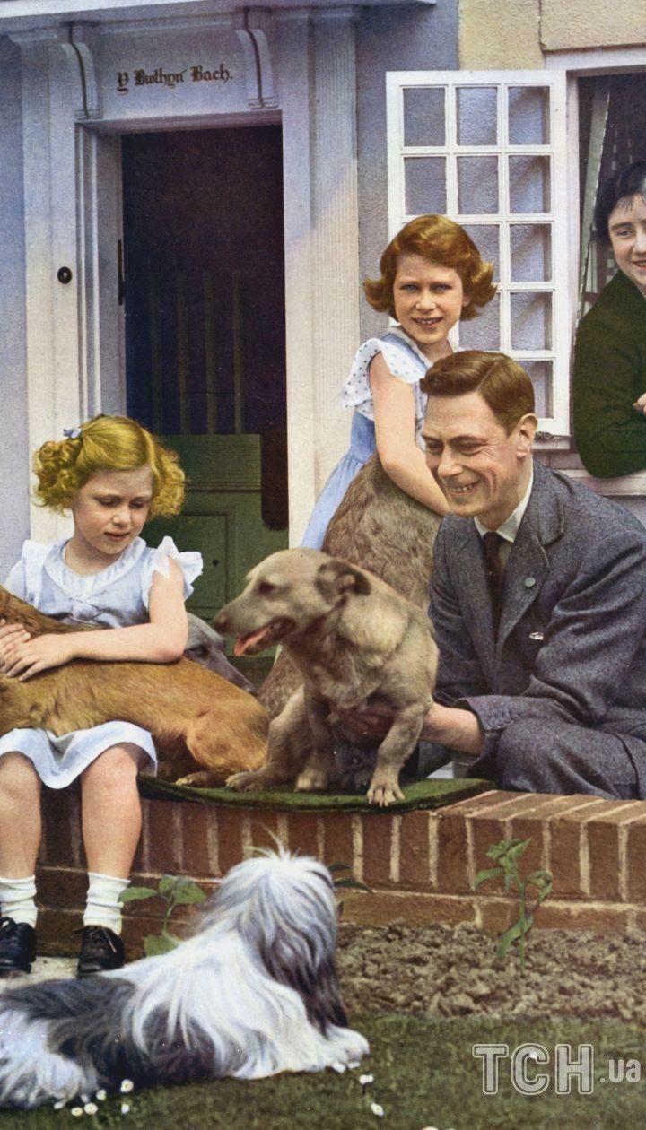 Принцесса Елизавета II с семьей
