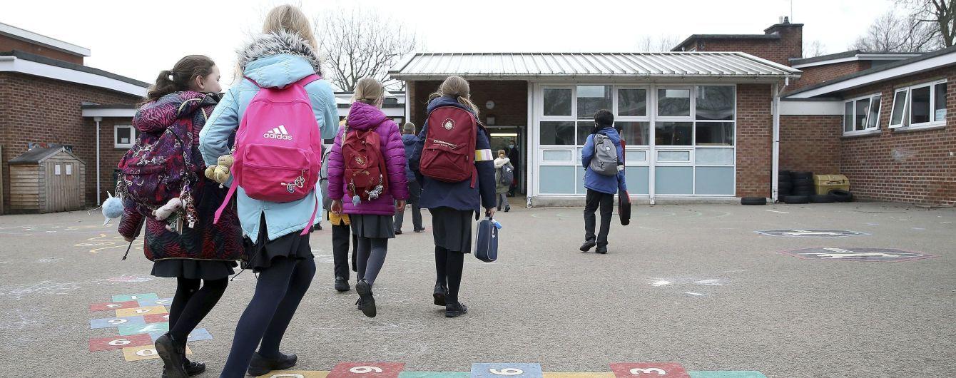 Во Львове с 19 апреля за школьные парты вернутся ученики 1-4 классов и откроются летние террасы
