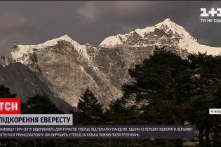 Новости мира: впервые с начала пандемии Эверест открыли для туристов