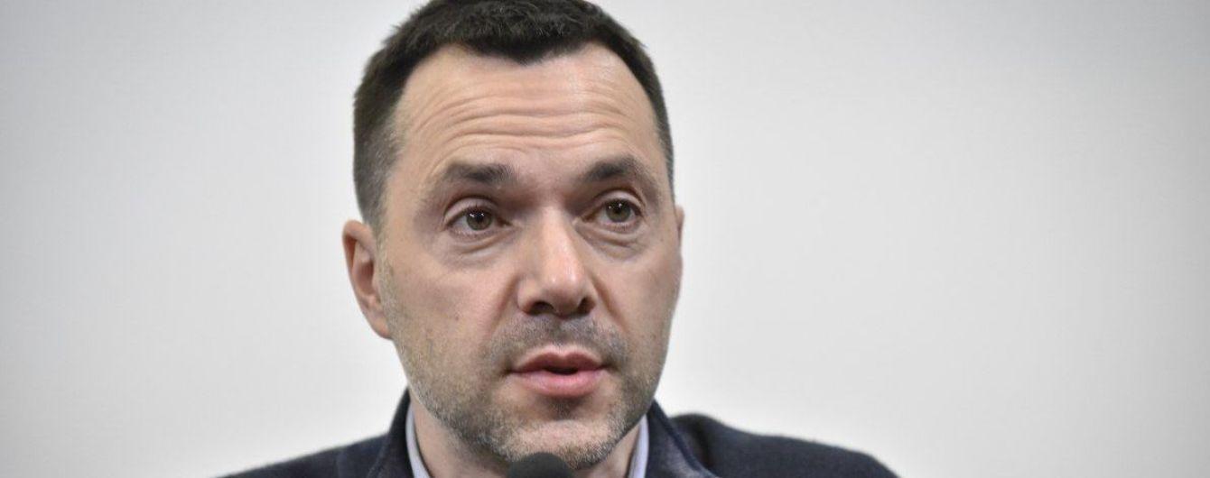 Війська РФ повернуться до кордонів з Україною: Арестович назвав терміни
