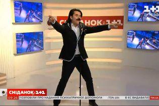 """Павло Зібров продемонстрував талант пародиста у прямому ефірі """"Сніданку з 1+1"""""""
