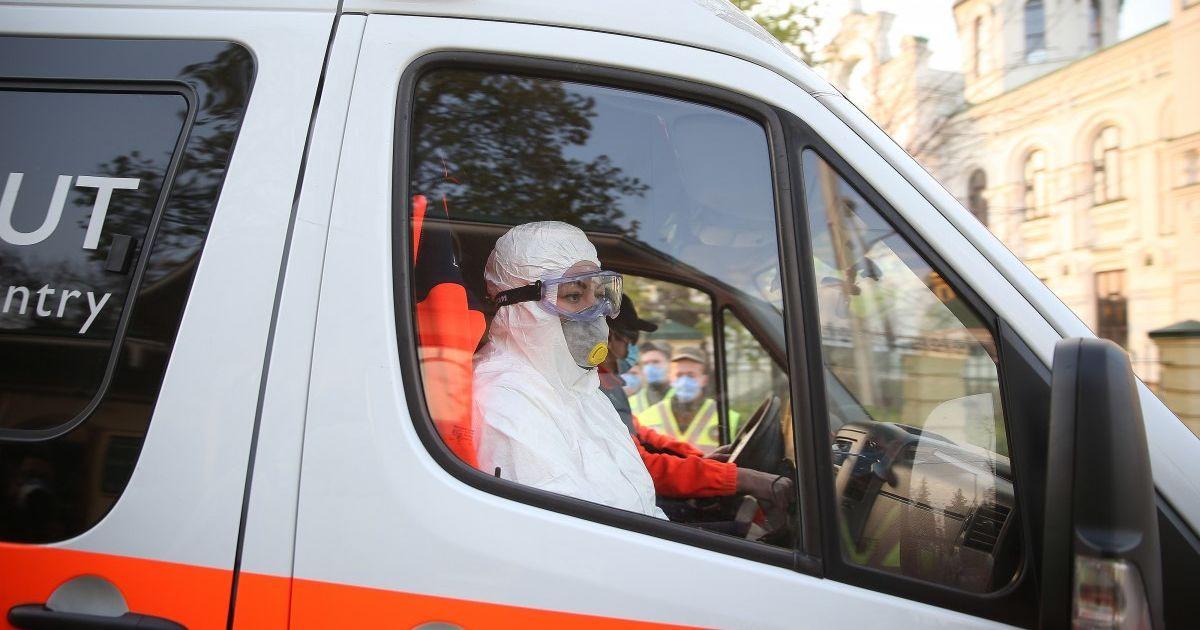 В Киеве неизвестным веществом в квартире отравились несколько человек, в том числе медики, которые приехали на вызов