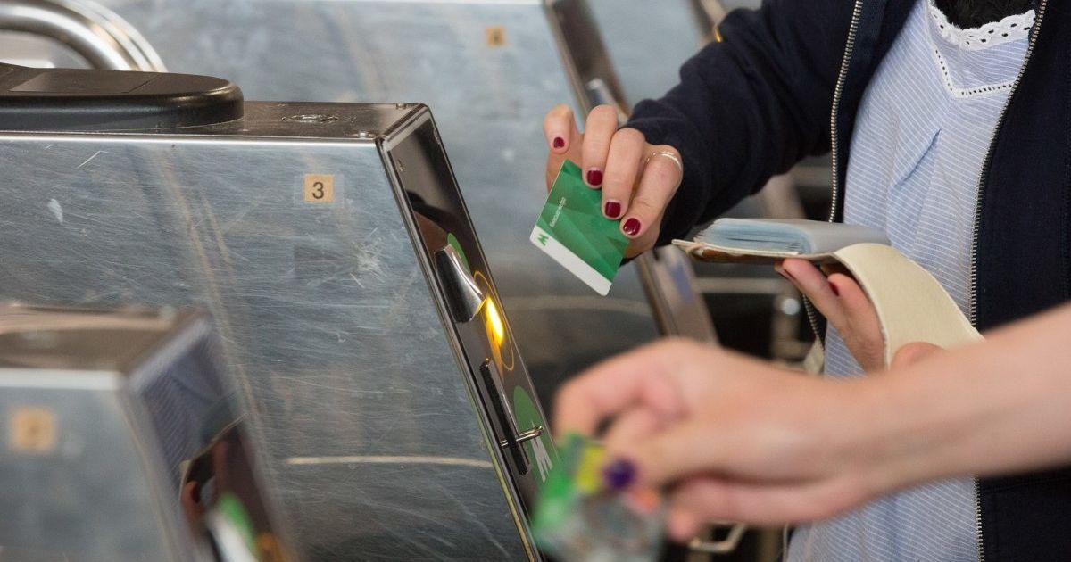 У метро Києва припиняють дію зелені картки: як сплачувати за проїзд