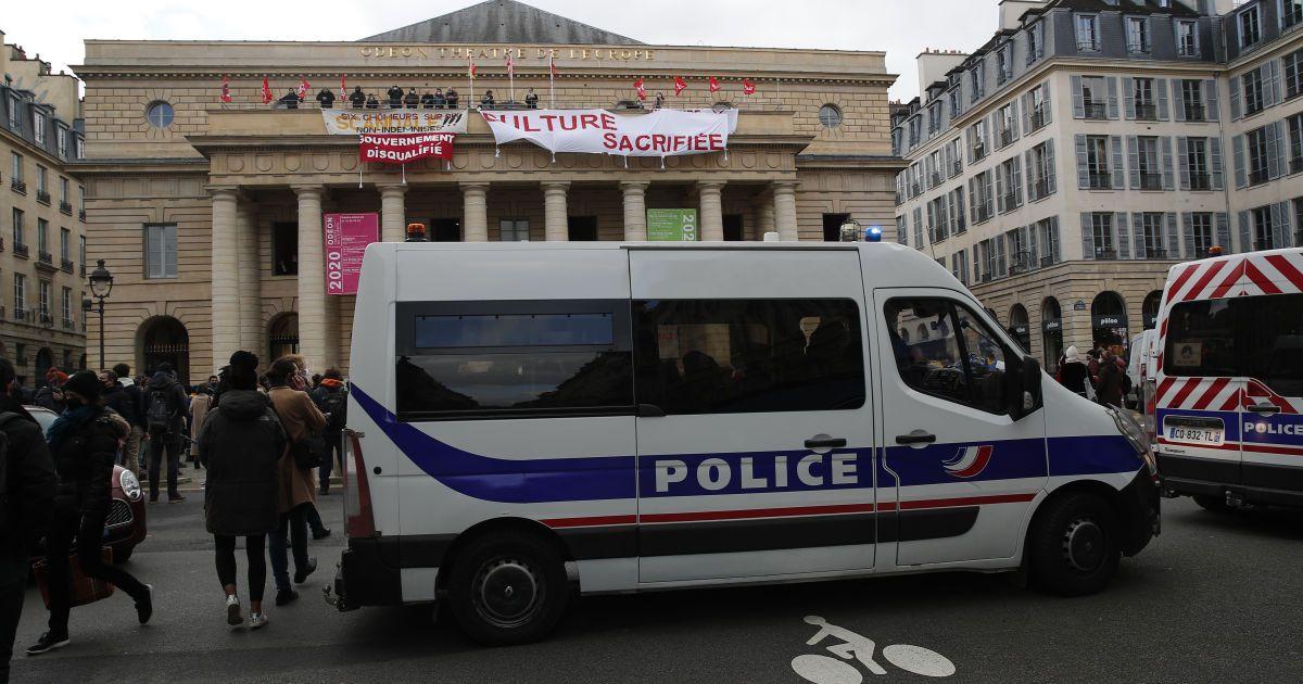 У Парижі невідомий влаштував стрілянину біля лікарні: є жертви