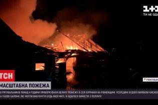 Новини України: у Рівненській області 30 пожежників приборкували полум'я в господарчій будівлі
