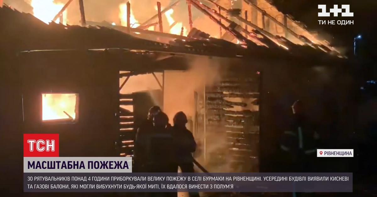 Крупный пожар в Ровенской области: пламя достигало десяти метров