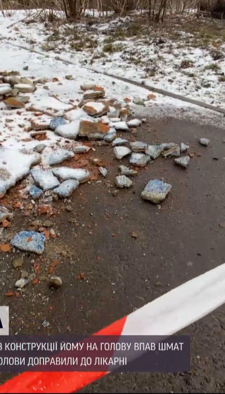 Новости Украины: в Ровно на голову мужчине упал кусок бетона