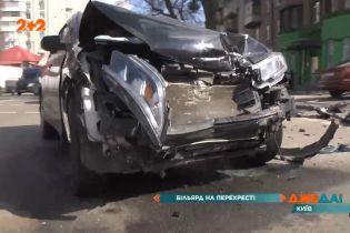Бильярд машинами на перекрестке: в центре столицы произошла авария