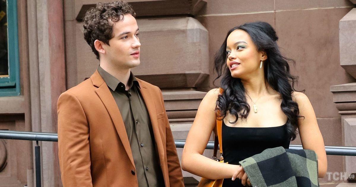 """На зніманнях: акторку """"Пліткарки"""" заскочили в лаконічному образі в Нью-Йорку"""