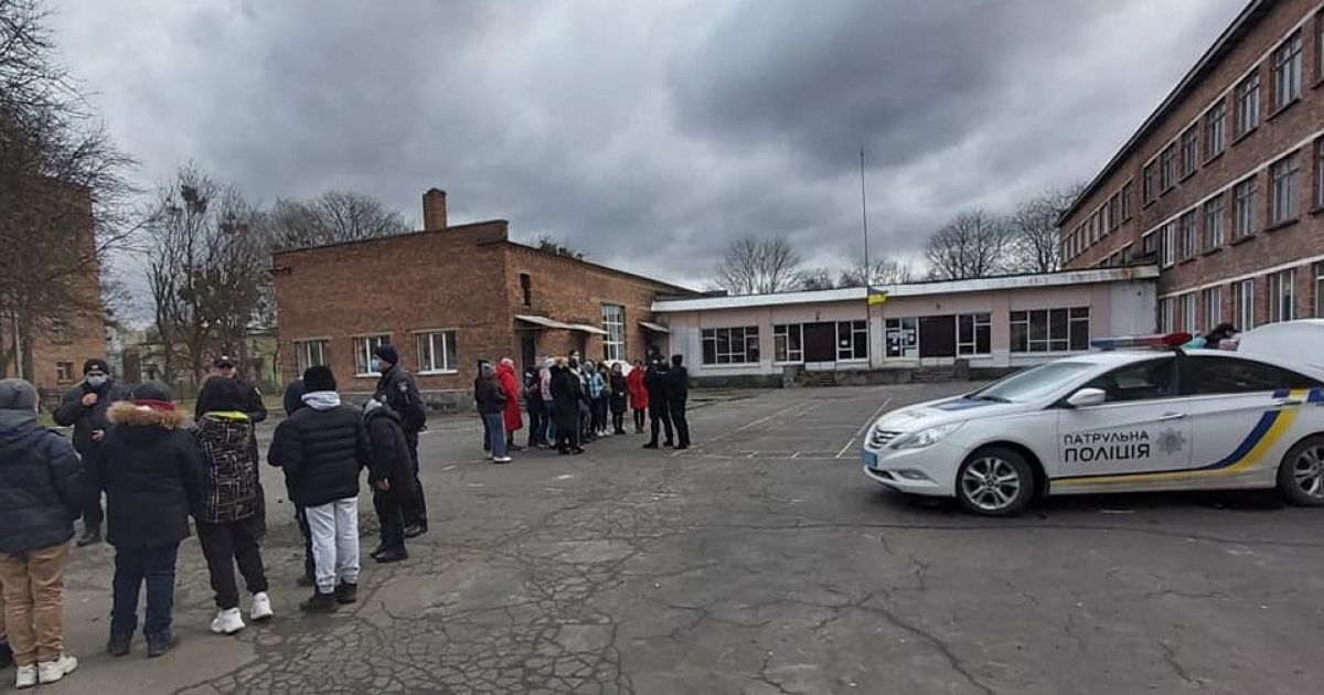 Пропустив 700 уроків: у Львівській області оштрафували матір за прогули сина