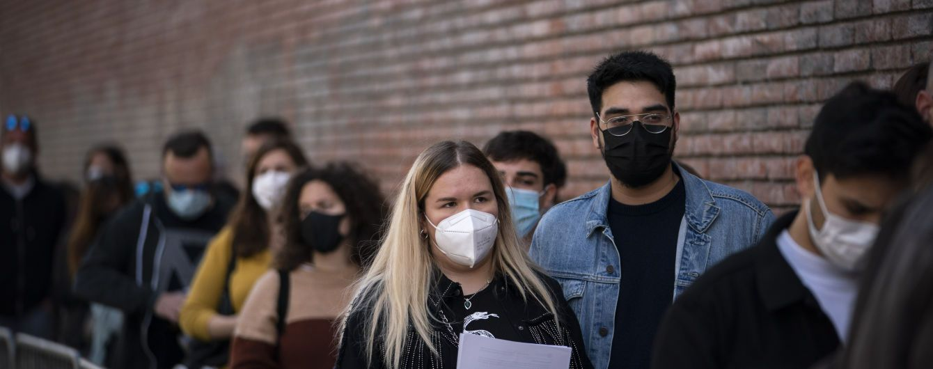 COVID-эксперимент: пять тысяч людей без масок и дистанции оторвутся на концерте в Англии