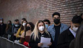 COVID-експеримент: п'ять тисяч людей без масок і дистанції відірвуться на концерті в Англії