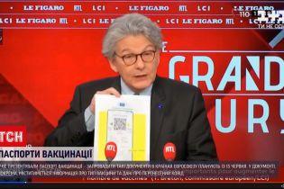 Новини світу: в ефірі французького телеканалу презентували проєкт паспорта вакцинації