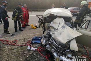 """Під Києвом мікроавтобус із труною покійника зіткнувся з """"Москвичем"""": загинули дві людини"""