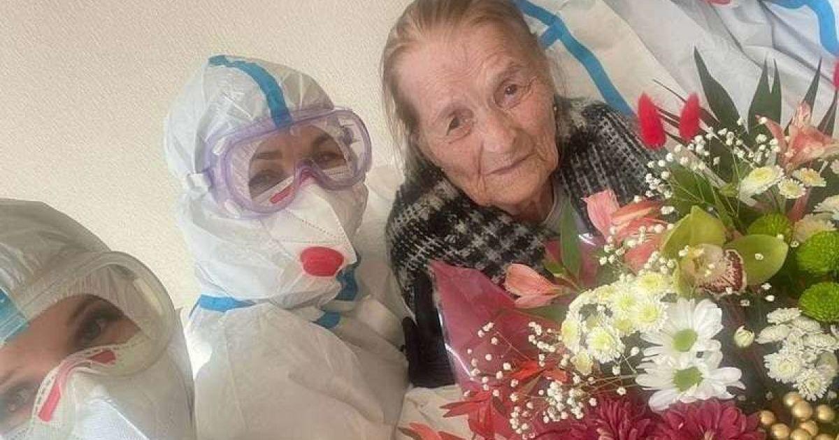 Впервые в жизни попала на больничную койку: в Черновцах 100-летняя женщина победила коронавирус
