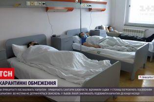 Новини України: на Прикарпатті послаблюють карантин, а у Києві погрожують посилити