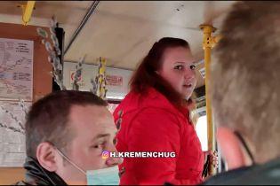 В Кременчуге пассажирка обругала пенсионера за замечание о маске