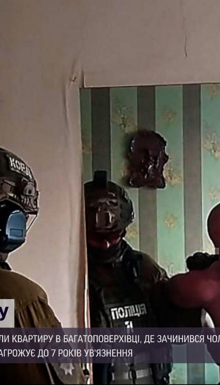 Новости Украины: в Николаеве штурмовали кваритру, где закрылся мужчина с боевой гранатой