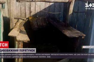 Новини України: у Хмельницькій області 5-річна дівчинка та її мати впали у колодязь