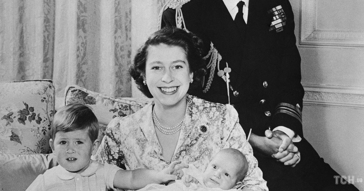 Принц Філіп і королева Єлизавета II з дітьми