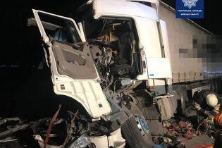 У Київській області зіткнулися три вантажівки: фото
