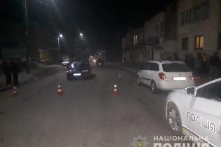 У Львівській області пішохода збило одразу два авто: фото
