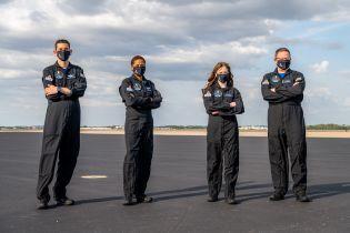 В SpaceX сформировали экипаж для первой в истории гражданской миссии в космос