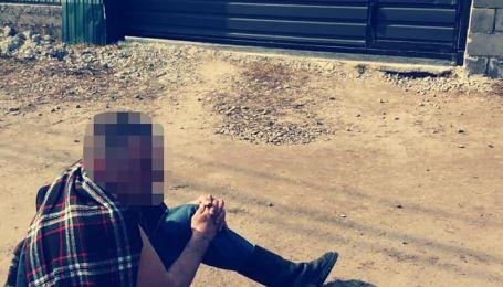 Повалил на землю и начал душить: под Киевом мужчина на улице набросился на незнакомую девушку