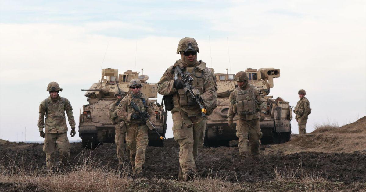 США привели войска в максимальную боеготовность из-за обострения на Донбассе — американские СМИ