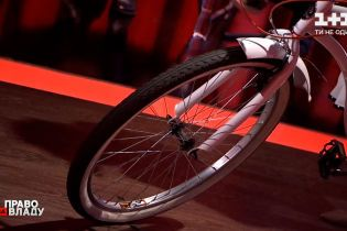 """В студию """"Право на владу"""" привезли велосипед из сериала """"Слуга народа"""""""