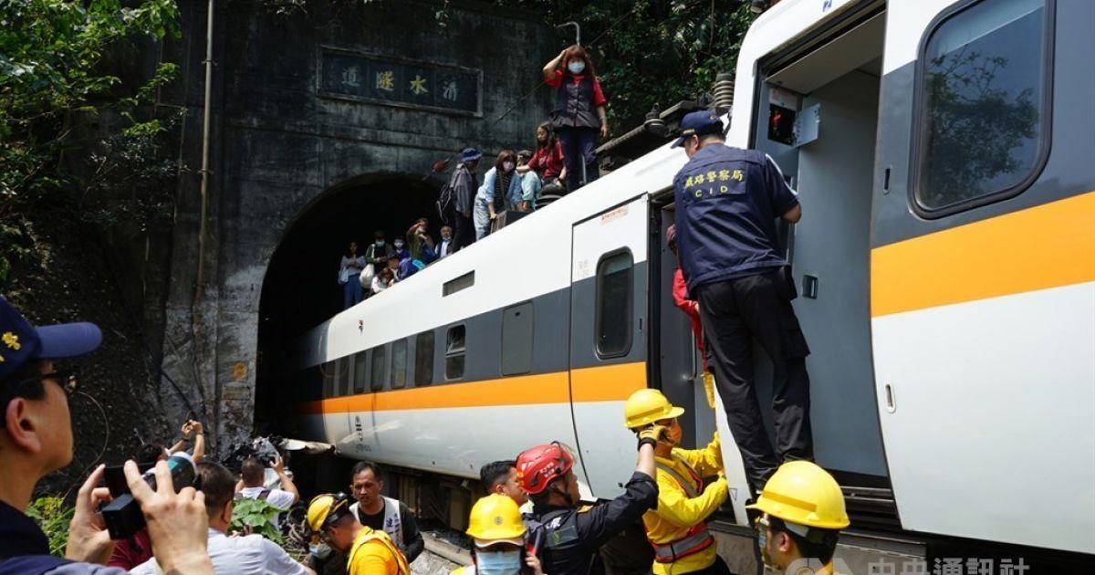 На Тайване пытаются добраться изуродованных вагонов, где застряли люди после катастрофы - Эксклюзив ТСН - TCH.ua