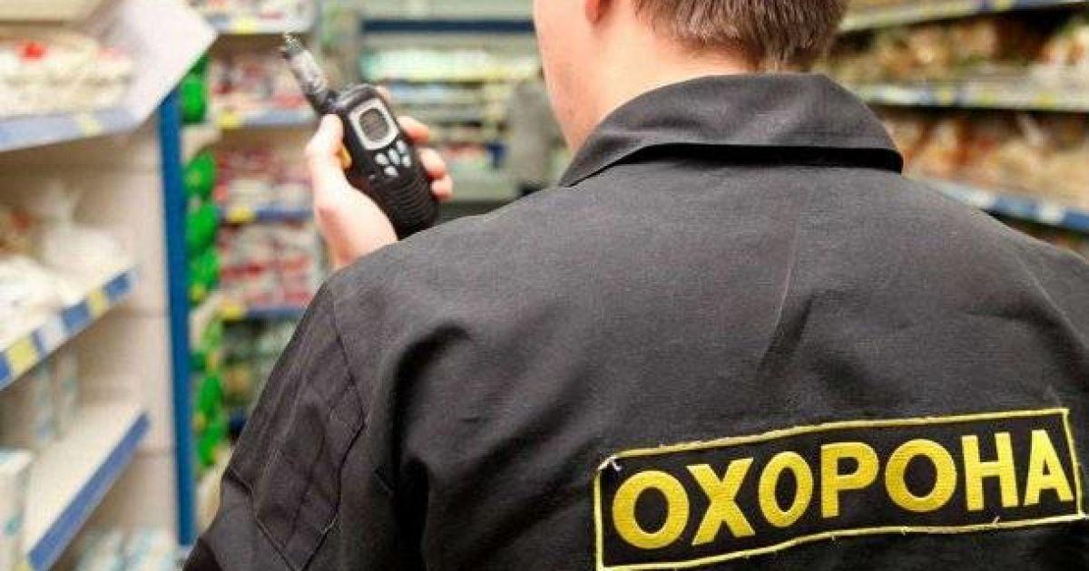 В столичном ТРЦ мужчина выстрелил в охранника магазина из-за замечания об отсутствии маски