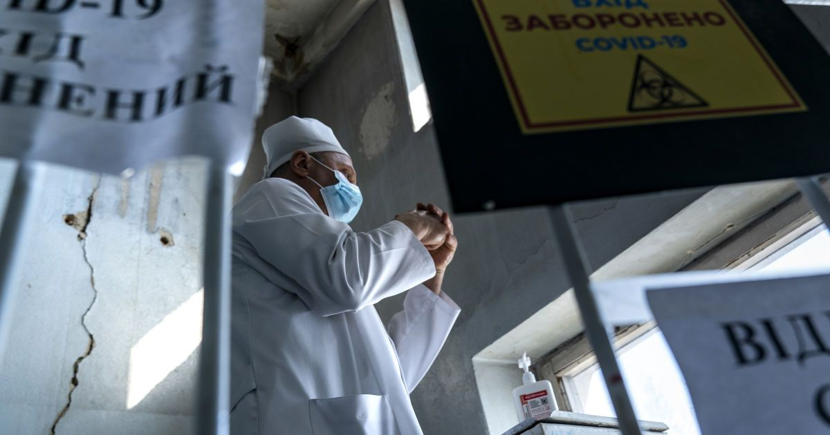 Коронавірус в Україні: у Харкові переповнені лікарні, а в Івано-Франківську чекають на третю хвилю